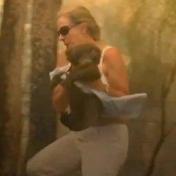 woman-risks-life-to-save-burnt-koala-from-australian-bushfire-it-was-just-natural-instinct